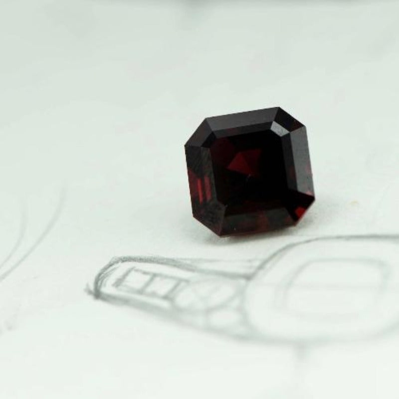 8.38 ct Fine Red Garnet - Canterbury Jewellers Shop