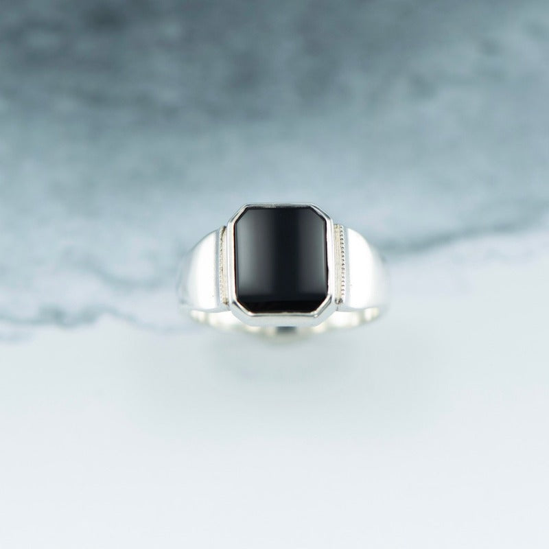 Onyx signet ring in Sterling Silver