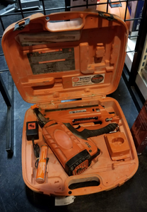 Paslode 30 Deg Framer w/ Case, 2 Batteries, & Charger