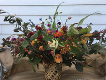 Load image into Gallery viewer, Barnswallow's Fall Dahlia Design Course! - Sept. 25th