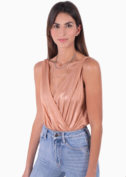 Body color rosa brillante en drapeado, tiras y cruce en escote para mujer flashy