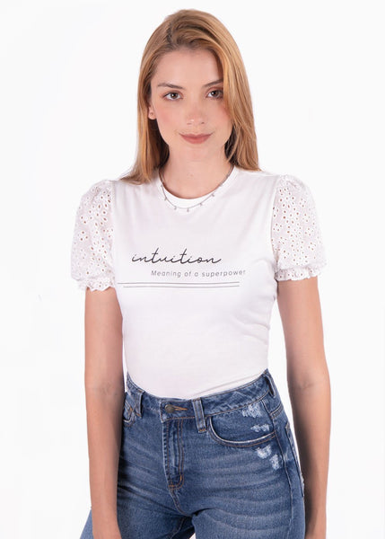 "Camiseta color beige estampada ""Intuition"" con mangas de ojalillo para mujer flashy"
