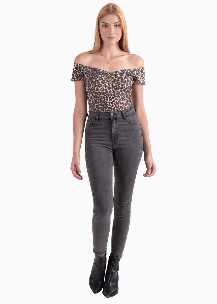 Body off shoulder con estampado de animal print - OLFA