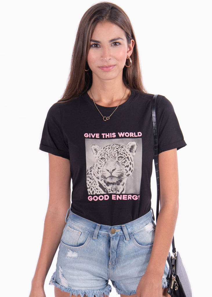 "Camiseta color negro estampada tigre ""Give this world good energy"" para mujer flashy"