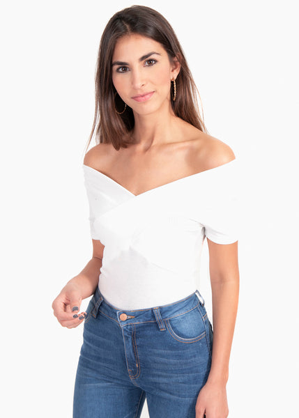Blusa color blanco off shoulder cruzada para mujer flashy