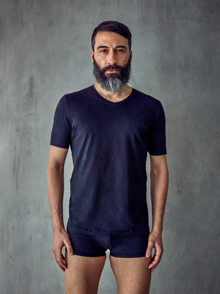 BLACK ORGANIC COTTON V-NECK