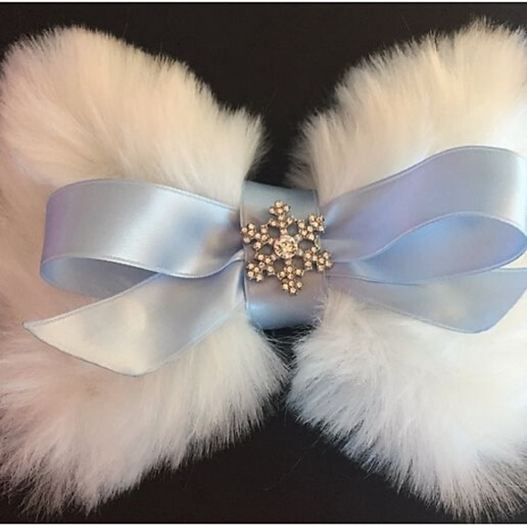 Bow - White faux fur & Blue