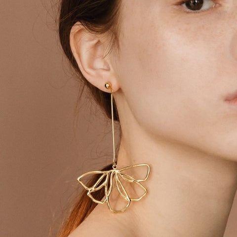 Asymmetric Flower Dangle Earrings