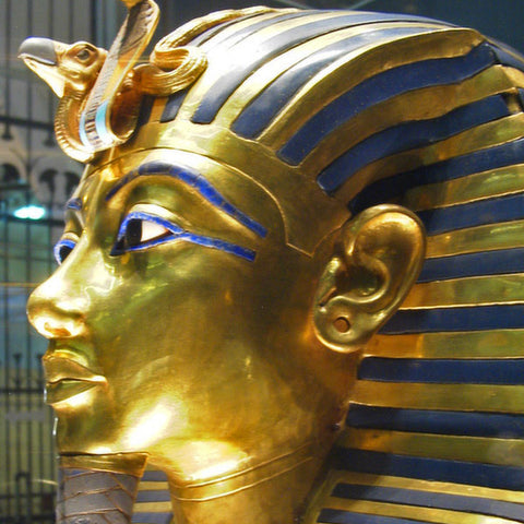 Tutankhamen_stretched_ear_lobes