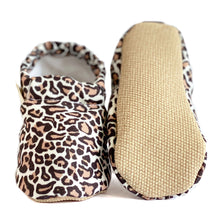 Load image into Gallery viewer, LEOPARD baby moccasin shoes