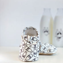 Load image into Gallery viewer, MILKANDBLACK baby moccasin shoes