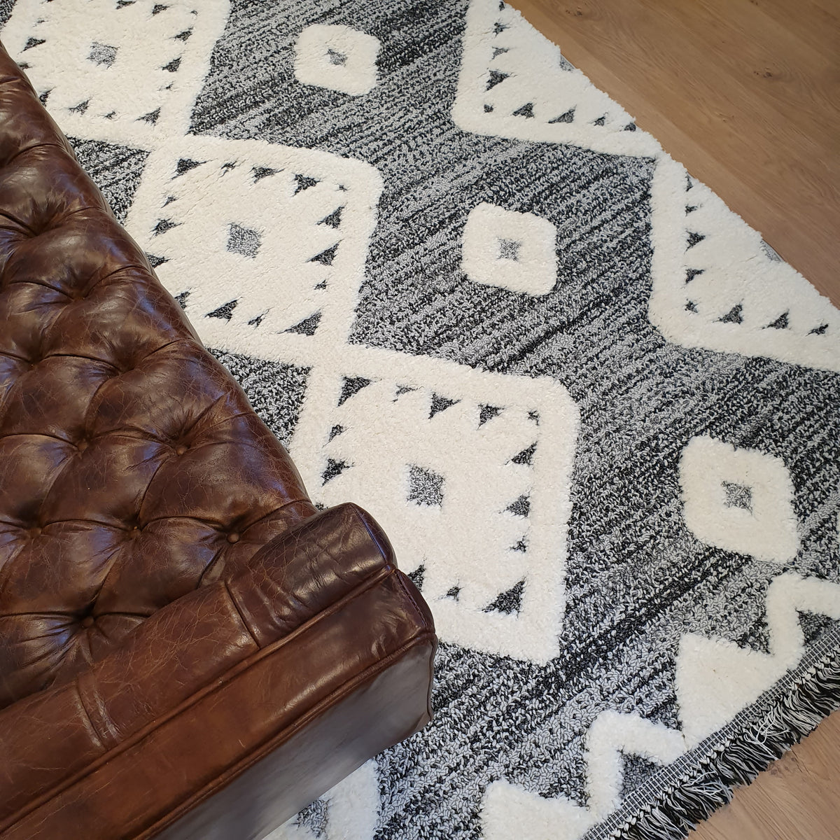 Atlas Rug 07 Grey - Fringes 2