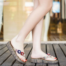 Load image into Gallery viewer, Flat Bottom Flip Flops Fashion Flowers Sandals Slippers