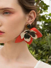 Load image into Gallery viewer, Elegant Leather Flower Earrings