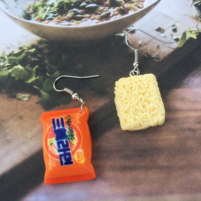 Teenytopia Savoury Ramen Earrings - Cute earrings that look like little cakes of uncooked ramen noodles.