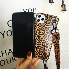 Laden Sie das Bild in den Galerie-Viewer, CHIEMSEELIKES♥️STYLE iPhone Case mit Umhänge-Gurt LEOSTRAP
