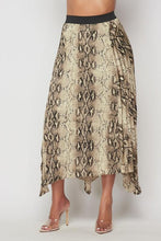 Load image into Gallery viewer, Comfortable Snake Print Skirt