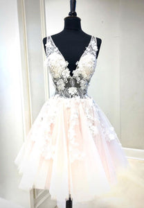 Cute v neck tulle appliqué short prom dress
