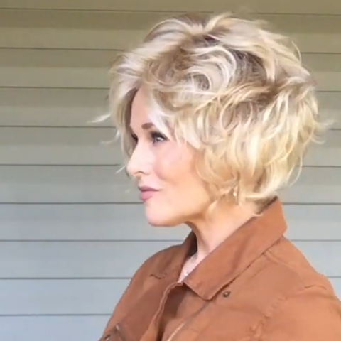 Golden Roll Short Wig