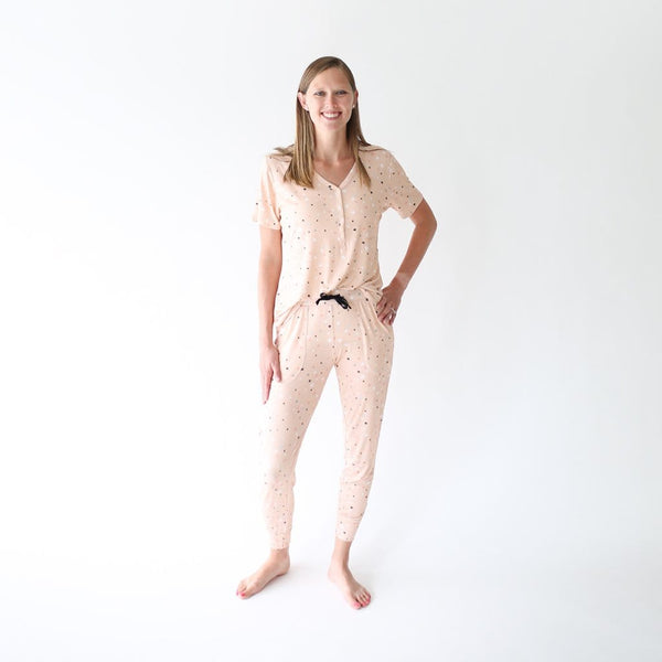 Mommy standing on Star women's short sleeve loungewear