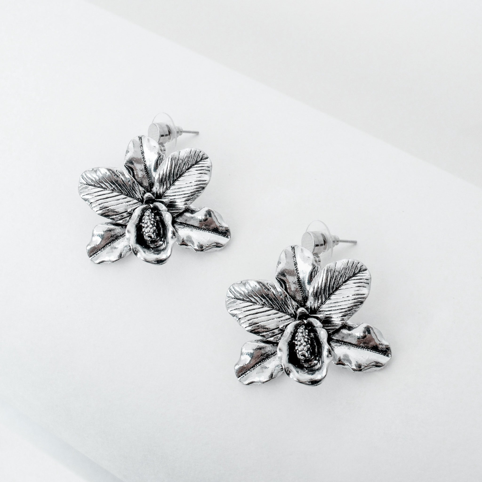 Monja Blanca Earrings - Navarro Official