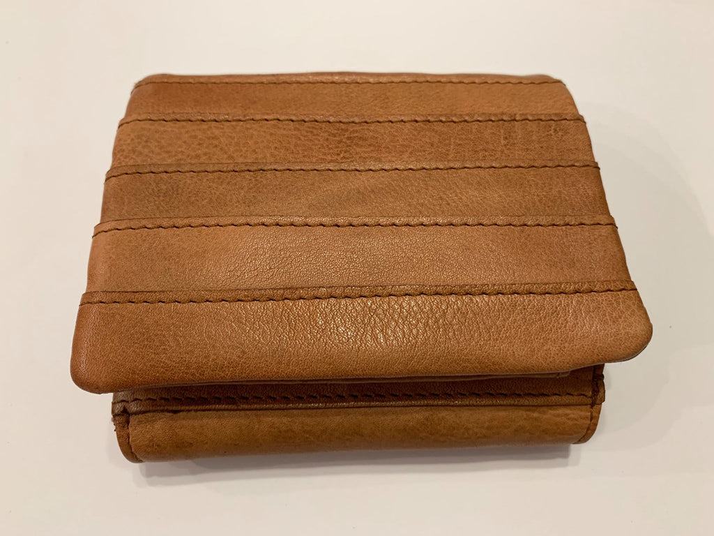 Coco leather wallet by Rugged Hide. Compact size, magnetic opening and zipper compartment for change.