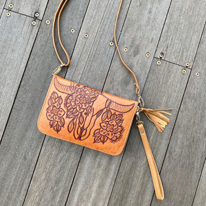 Hand Tooled Buffalo Zip Round Wallet