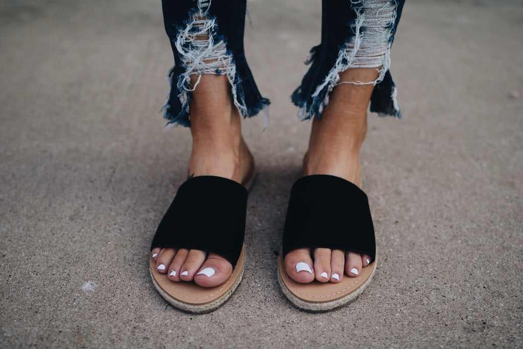 The Hunter Sandal // Black