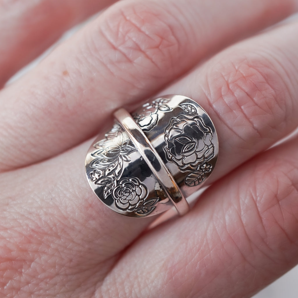 The Boutique #2 Banded Shield Ring Size 6