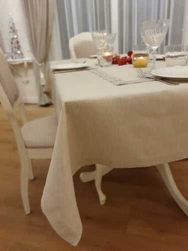Tablecloth with corners