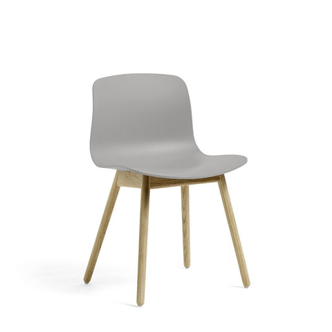 About A Chair AAC 12 stoel - houten poten en multicolor