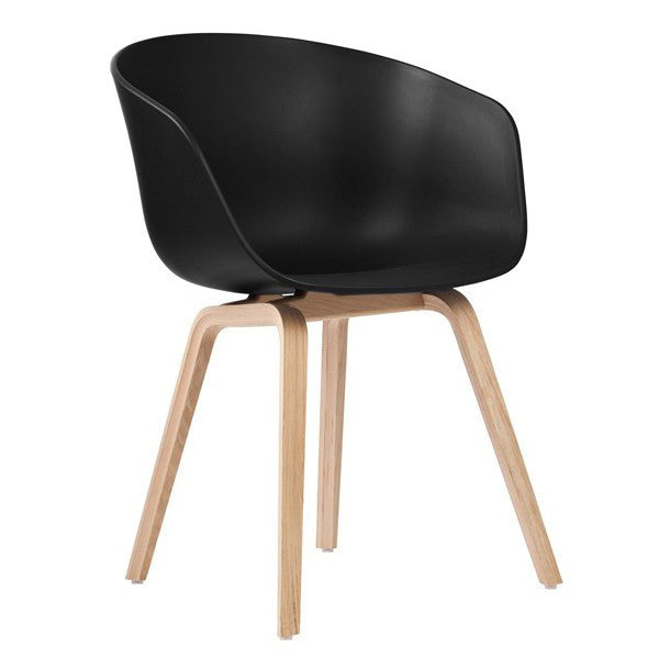 About A Chair AAC 22 - houten poten en zwart
