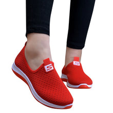 Charger l'image dans la galerie, Women Flat Plus Size Breathable Mesh Sneakers Summer Slip On Platform Knitting Flats Soft  Fashion 2019  Red  Walking Shoes