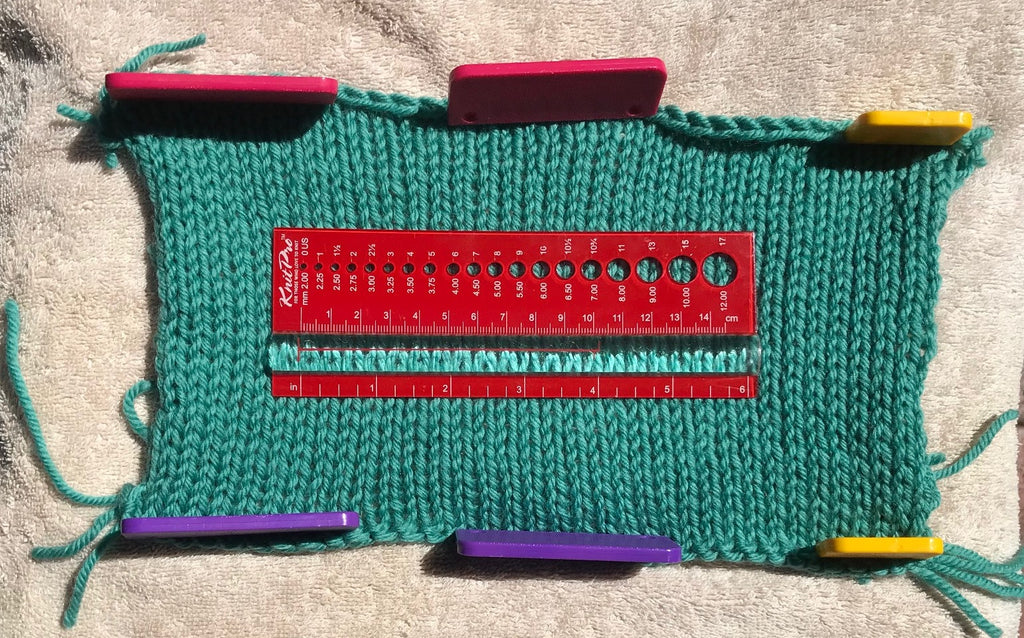 Measuring knitted swatch with KnitPro View Sizer