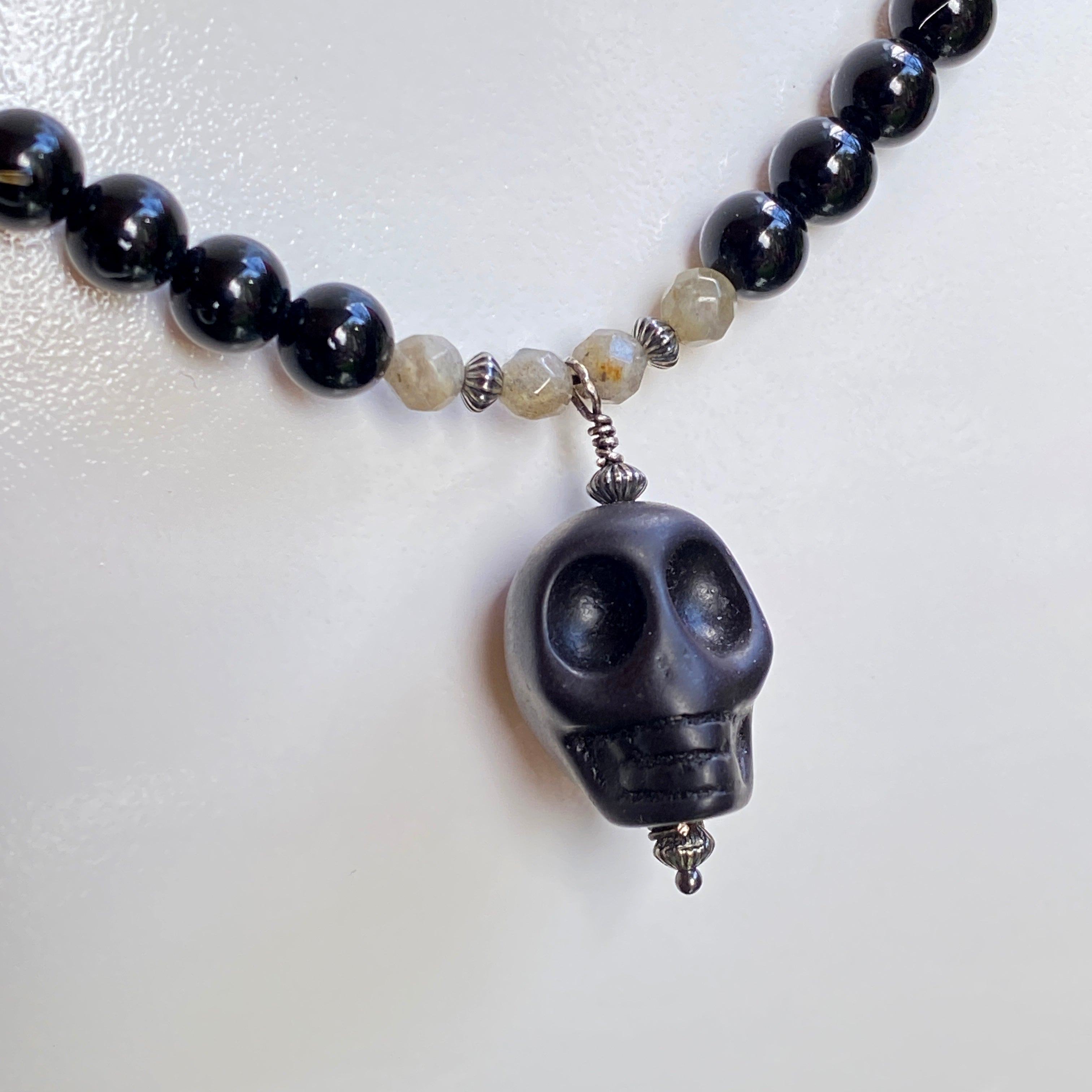 Men's Onyx, Labradorite and Howlinte Skull Pendant Necklace