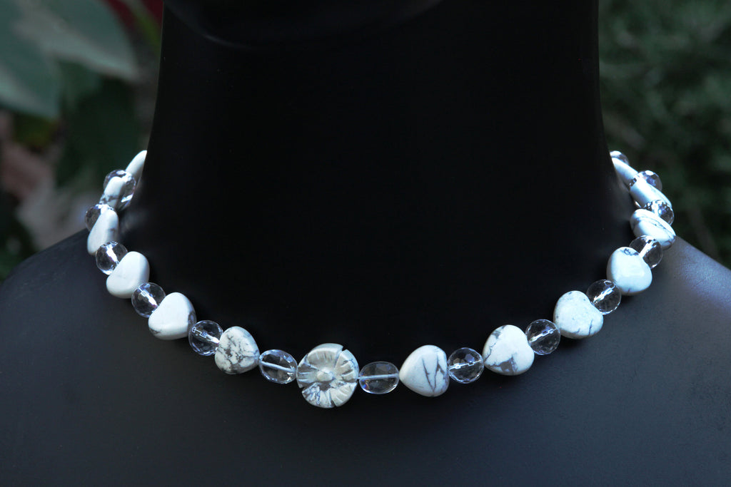Women's White Turquoise and Quartz Choker Necklace