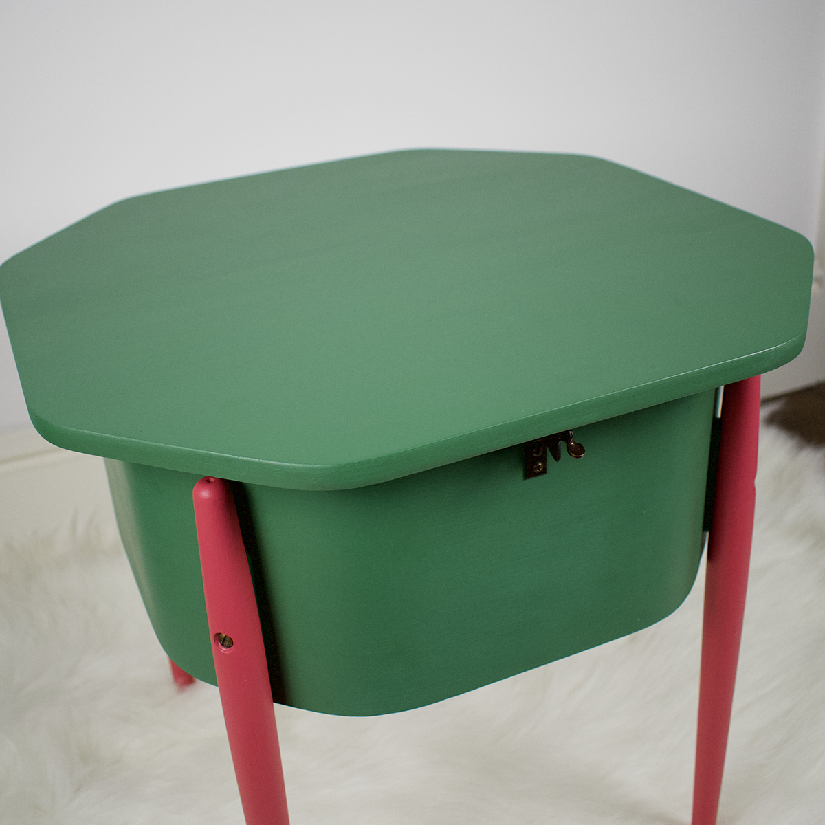 Mid century modern tapered legs painted pink on a Morco vintage sewing box table painted green fusion mineral paint