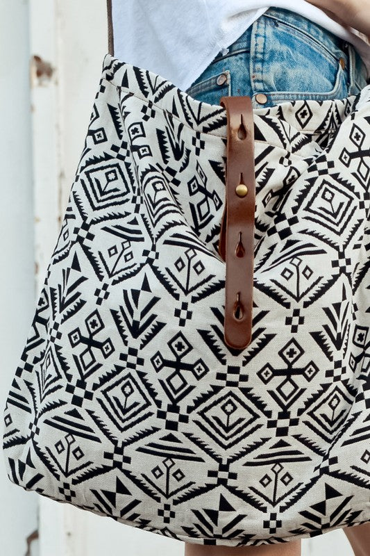 Tribal Print Crossbody Bag (Off White/Black)