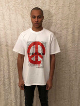 Load image into Gallery viewer, Leroyaume t-shirt streetwear PEACE & FREEDOM blanc face porté