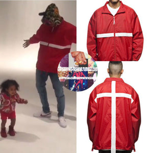 Leroyaume Kway streetwear à capuche BELIEVE IN GOD rouge dos porté par CHRIS BROWN
