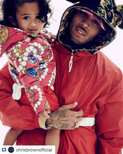 Load image into Gallery viewer, Leroyaume Kway streetwear à capuche BELIEVE IN GOD rouge dos porté par CHRIS BROWN