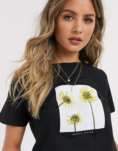 Daisy Holographic Tee In Black