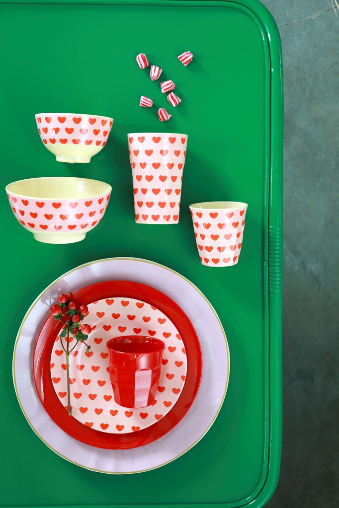 Melamine Cup with Sweet Hearts print - Medium
