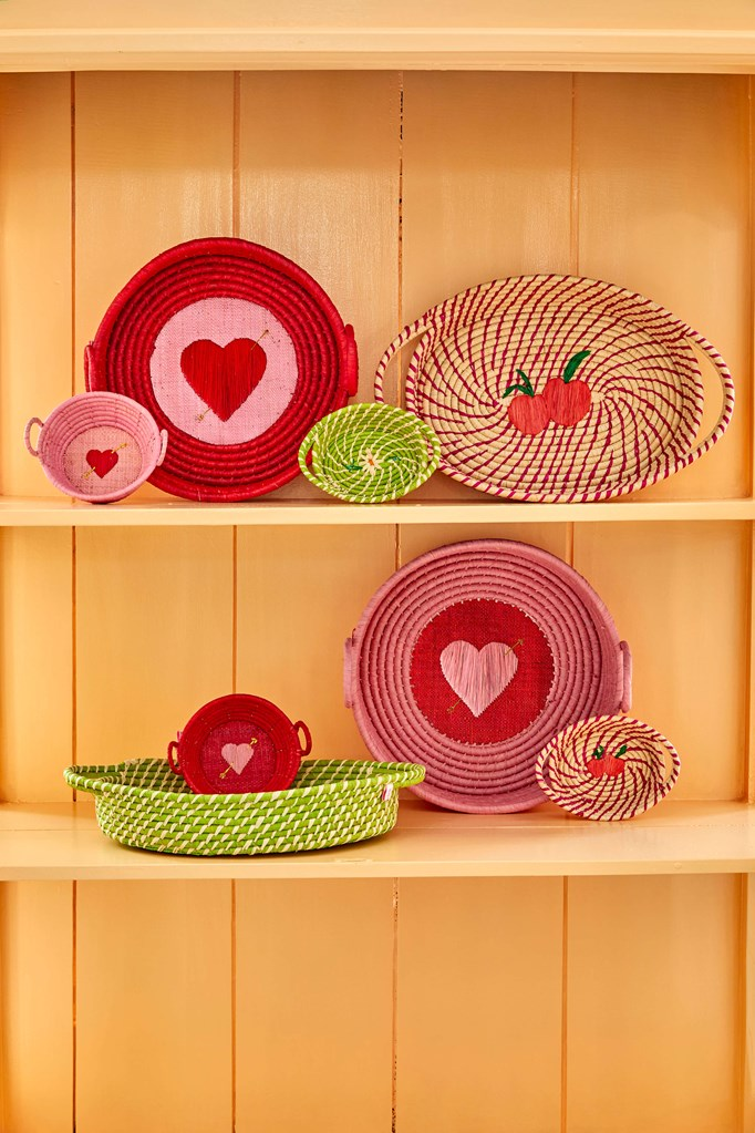 XSmall Raffia Round Bread Basket with Heart in 2 assorted Colors - SOLD INDIVIDUALLY - Rice By Rice