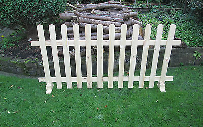 Timber Free standing Picket Fence Panels Smooth Timber 6ft X 4ft PRICE PER PANEL
