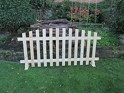 Free standing Picket Fence Curved Planed Timber-6ftx3ft fence panel