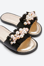 Load image into Gallery viewer, Black With Pearl Slider Sandal