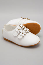 Load image into Gallery viewer, White Flower Patch Shoe