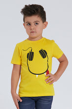 Load image into Gallery viewer, Yellow Smiley Headphone Print T-Shirt