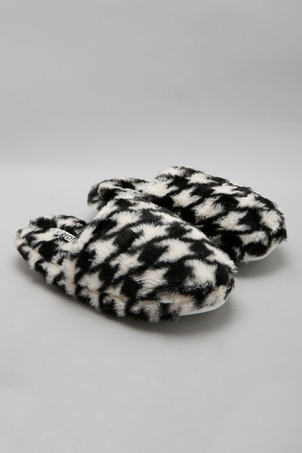 Assorted Slipper With Pattern Detail
